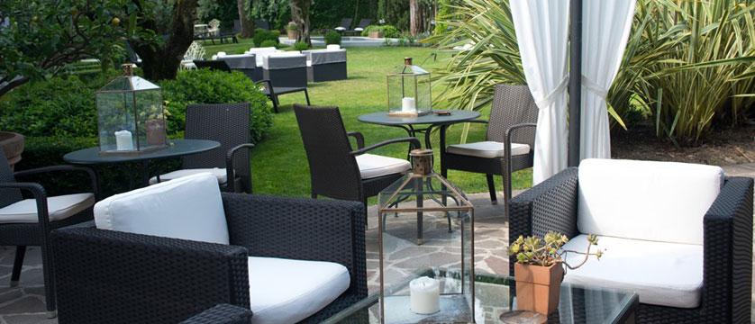 Piccola Vela Hotel, Desenzano, Lake Garda, Italy - The relaxing garden.jpg